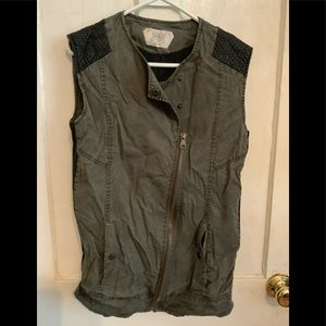 Trafaluc Small Vest! Edgy & Casual